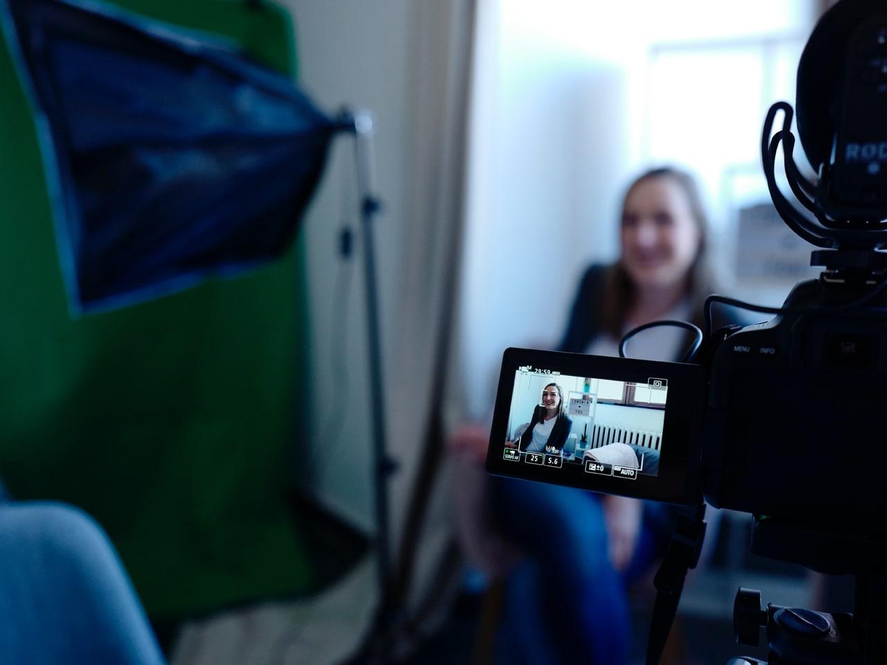 Photography, Movie - 映像撮影 | SPIDER'S INTRODUCTION(ポスター、チラシ制作の説明ページ) | WEB DESIGN(ホームページ制作),LOGO DESIGN(ロゴデザイン),TRANSLATION(映像字幕、書類翻訳サービス),Promotion Video(プロモーション映像),Flyer - Poster DESIGN(フライヤー・チラシ制作),Shopping Site(ショッピングサイト),Creative designs in Brooklyn(ブルックリン),New york(ニューヨーク)